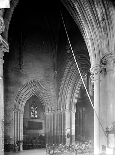 Photo de Vue intérieure à la base du clocher du monument Eglise Saint-Pierre Caen