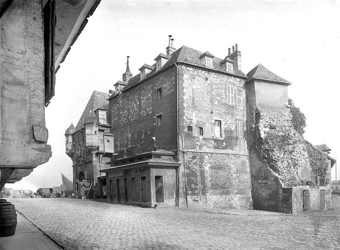 Photo de Façade sur le quai du monument Bâtiment dit la Lieutenance Honfleur