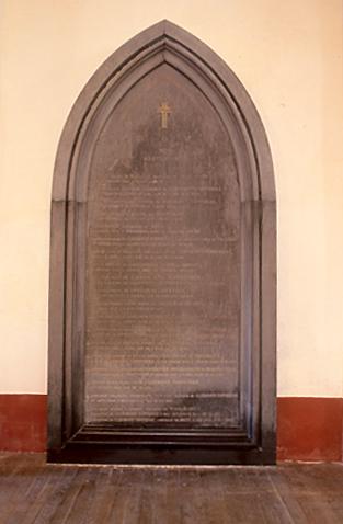 plaque funéraire de la famille de Clermont-Tonnerre