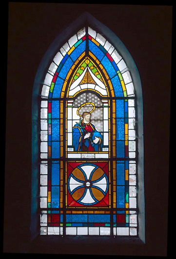 verrière (baie 3) : saint Joseph tenant un lys