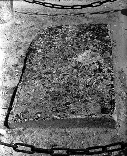 plaque funéraire n° 2