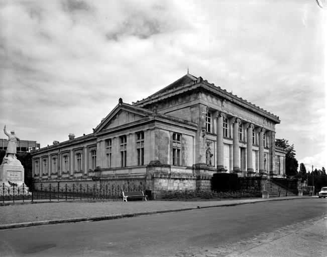 tribunal, prison, actuellement tribunal, mairie, salle des fêtes