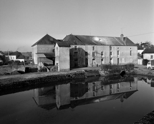 moulin à eau dit les moulins du Roi, puis les Grands moulins