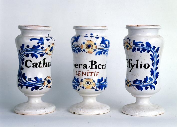 ensemble de 6 pots à pharmacie n° 1 dits albarelli