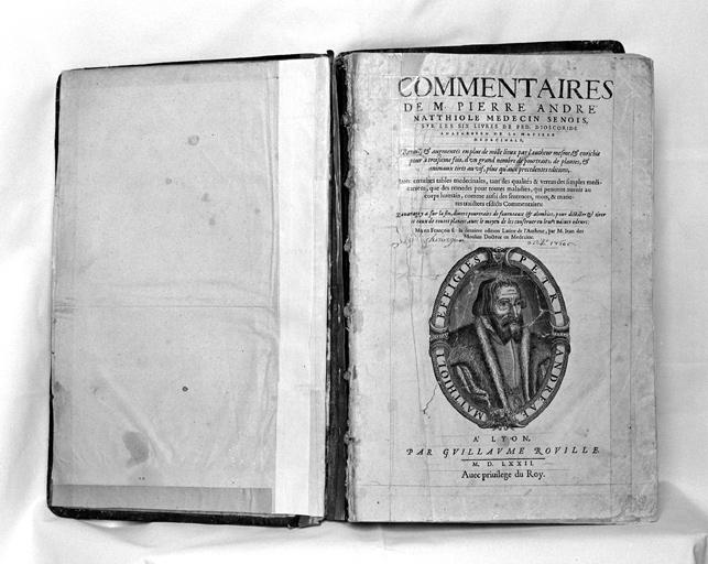 livre : Commentaires de M. Pierre André Mattiole, médecin... (1er exemplaire)