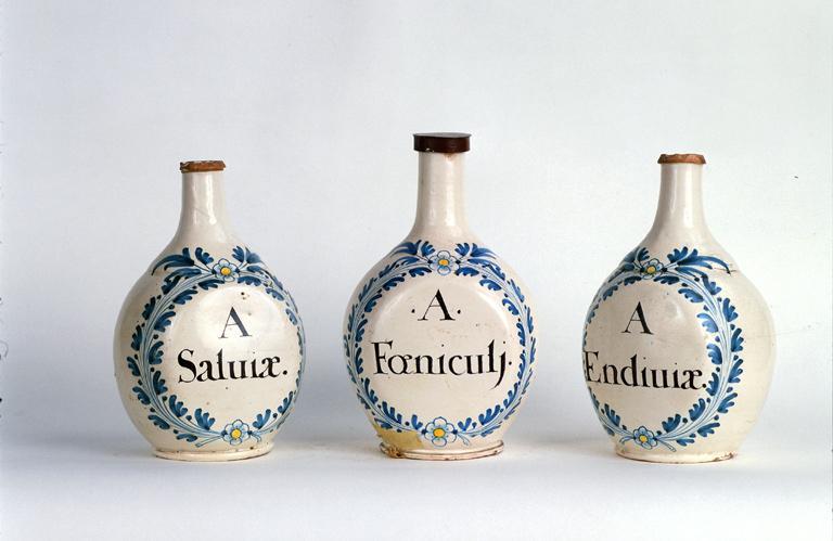ensemble de 3 bouteilles de pharmacie n° 1