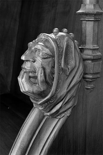 ensemble des 12 statuettes et des 4 bas-reliefs des appuis-mains des stalles sud