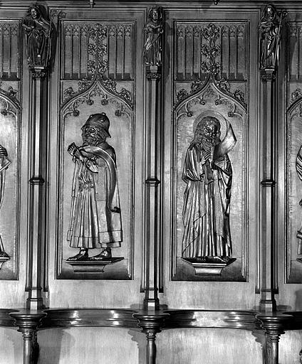 ensemble des 22 bas-reliefs des dorsaux des stalles sud