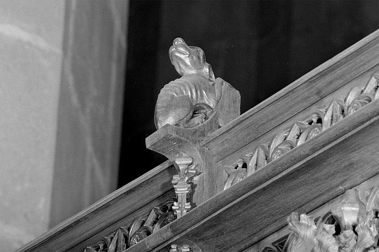 ensemble des 23 statuettes des crêtes des stalles nord