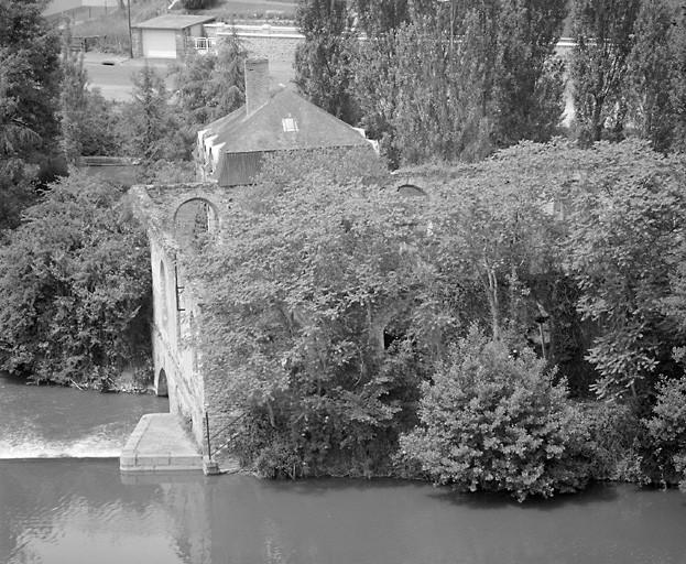 moulin à blé ; usine de taille de matériaux de construction, marbrerie