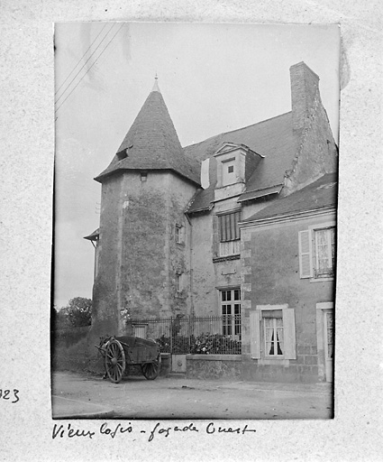 presbytère, puis gendarmerie, puis école, actuellement mairie