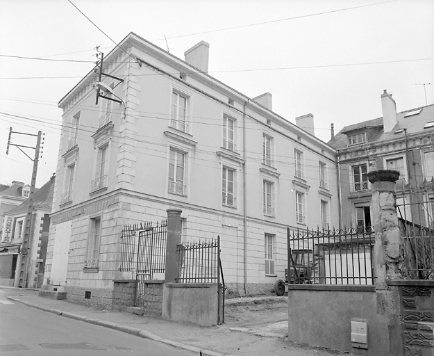 couvent de Cordelieres Notre-Dame de la Crèche, gendarmerie, immeuble, actuellement maison