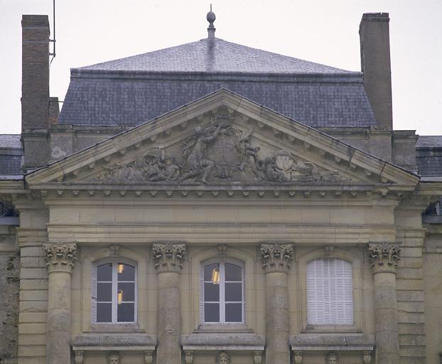 ensemble de 7 reliefs : La Renommée couronne le duc de Chaulnes, Zeus, Hercule, Neptune, Cérès, Diane, Flore