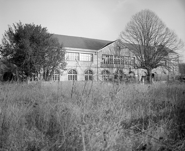 usine de construction mécanique, usine de carrosserie, puis usine de traitement des surfaces des métaux, actuellement école