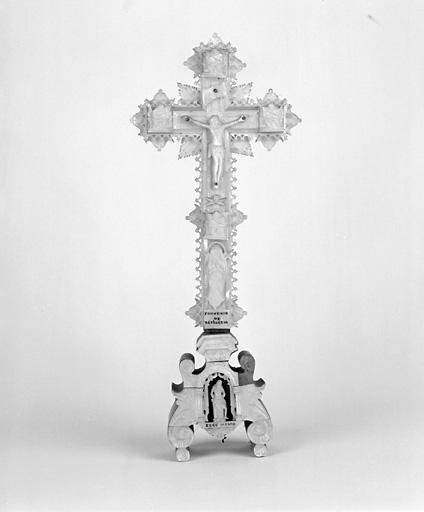 croix n° 2 : crucifix