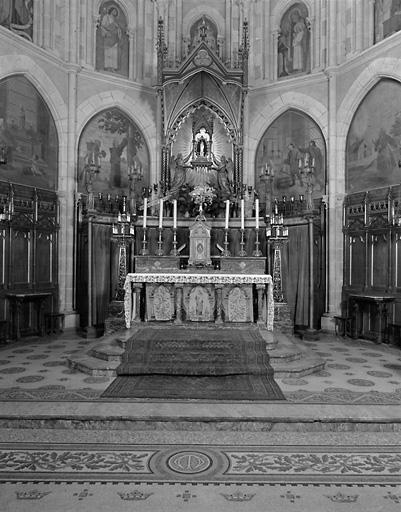 ensemble de l'autel dédié à Notre-Dame-du-Chêne
