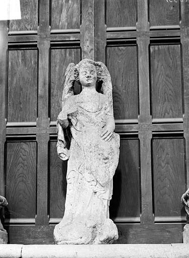 groupe sculpté : Saint Michel terrassant le dragon