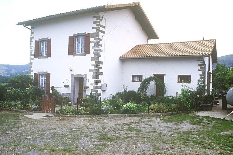maison forte, actuellement ferme Donaazia