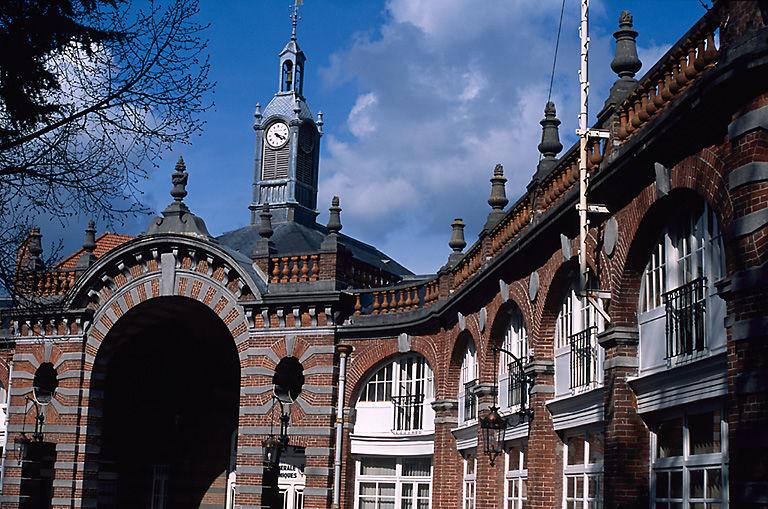 communs de l'Hôtel Auban-Moët, aujourd'hui établissement administratif communal