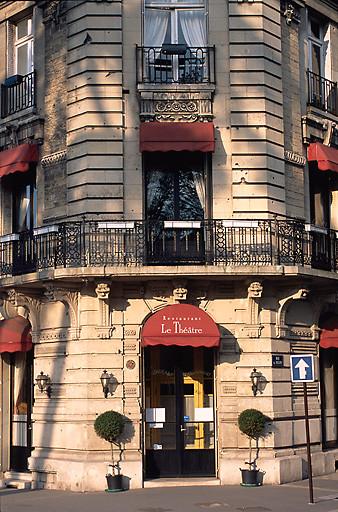 hôtel de voyageurs ; café du Théâtre ; logements