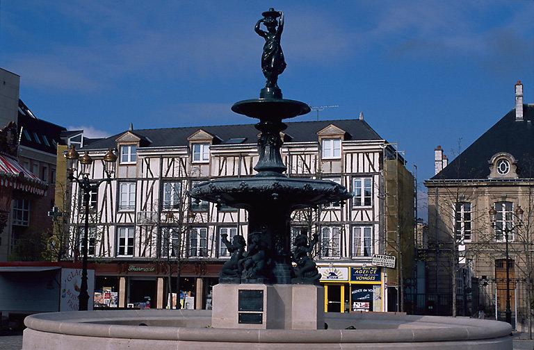 place Notre-Dame, aujourd'hui place Hugues Plomb