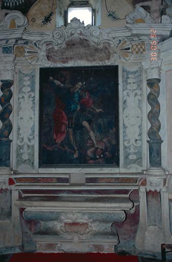 ensemble de l'autel secondaire de saint Michel