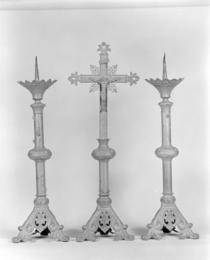 chandeliers ; croix d'autel