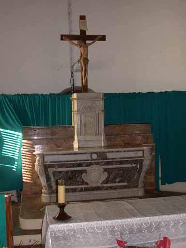 2 degrés d'autel, autel, 2 gradins d'autel, tabernacle (maître autel, autel tombeau)