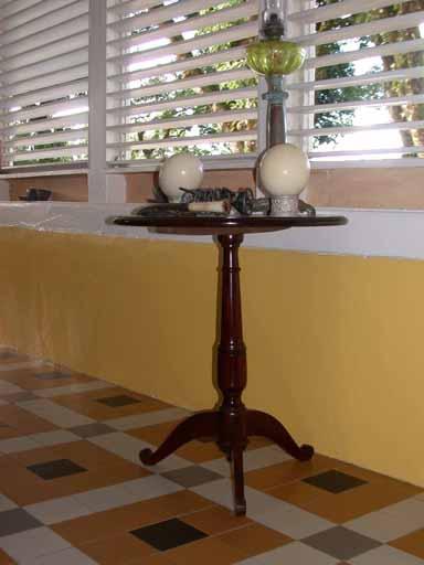 table de salon (table en guéridon)