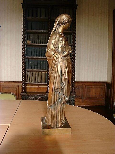 Statue : allégorie féminine