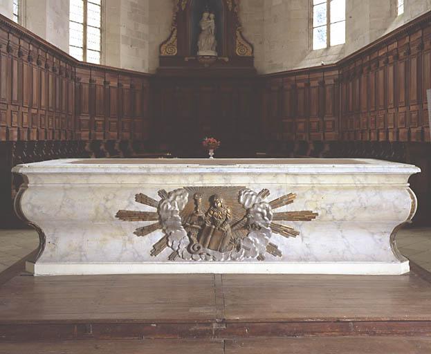 Autel (maître-autel ; autel à la romaine)