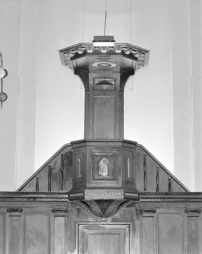 chaire pastorale de l'ensemble mobilier du choeur liturgique protestant