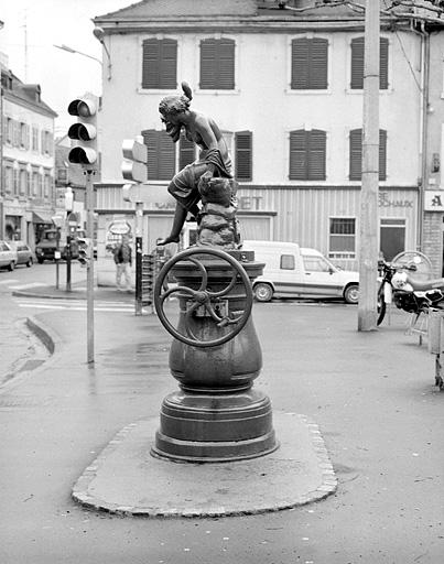 fontaine de l'Enclos