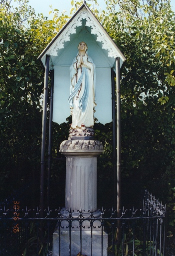 Statue K