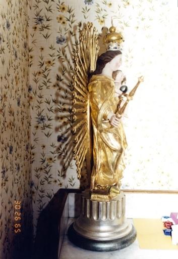 groupe sculpté : de la Vierge à l'Enfant