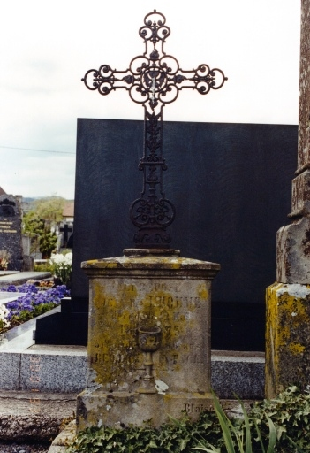 Tombe du curé Jean-Baptiste L'Homme