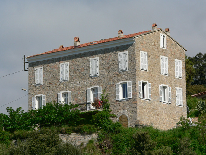 ancienne maison de notable de la famille villanova puis gendarmerie actuellement maison