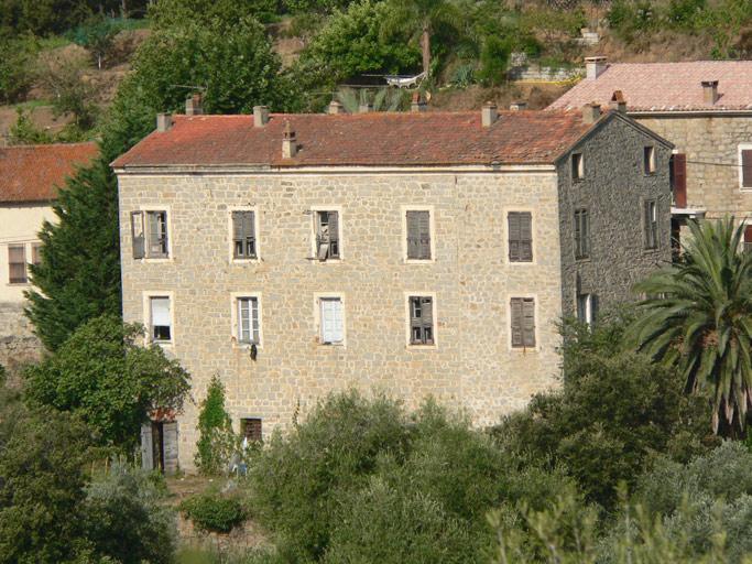 ancienne maison de notable de la famille pennaforte puis gendarmerie actuellement maison