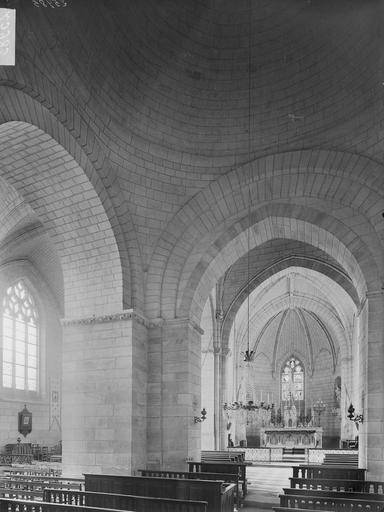 Photo de Choeur et coupole, intérieur du monument Eglise Saint-Epain