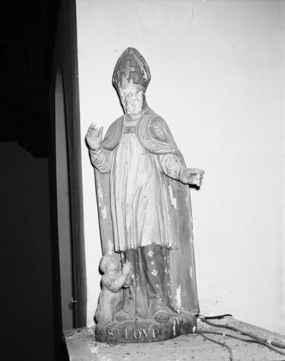 statue (petite nature) : saint Loup de Sens
