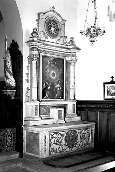 2 autels, 2 retables (autels secondaires du Rosaire et du Sacré-Coeur)