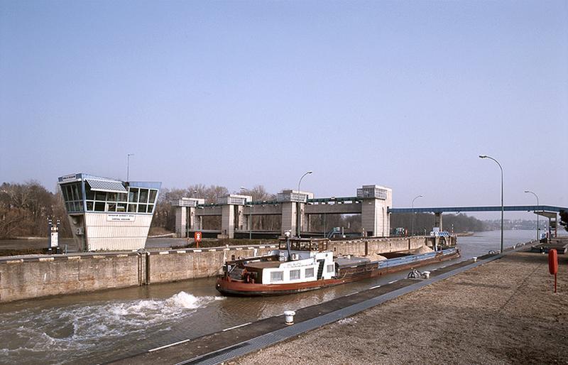 barrage mobile à vannes levantes ; écluses