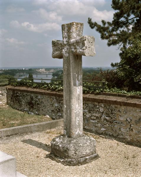 croix monumentale dite Croix romane