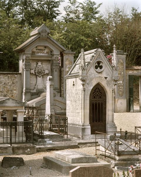 chapelle funéraire de style néo-gothique des familles Poulain et Coulon