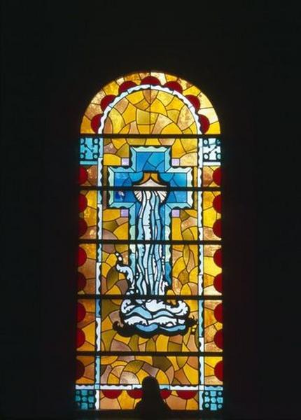 ensemble de quatre verrières : la Visitation, la sainte Famille, le Sacré Coeur, l'eau vive du Baptème