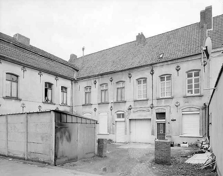 Presbytère, hôtel, actuellement logements et établissement administratif