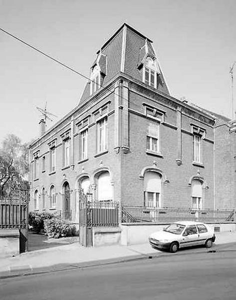 Maison, anciennement hôtel de l'évêque de Cambrai, puis refuge de l'abbaye de Crespin, hôtel du gouverneur