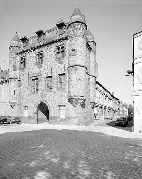 Château de Bailleul (ou hôtel de Bailleul), puis musée communal et bibliothèque communale, maisons ; Place Verte