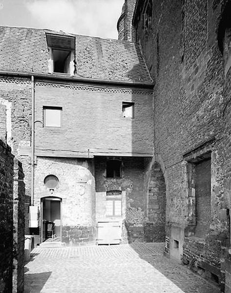 Château de Bailleul (ou hôtel de Bailleul), puis musée communal et bibliothèque communale, maisons