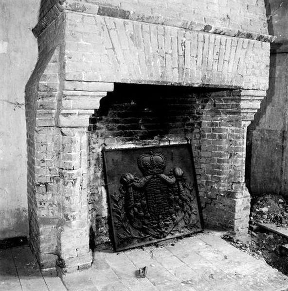 Hotte et manteau de cheminée